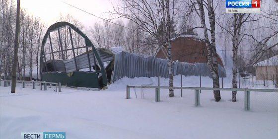 В Кочевском районе рухнул строящийся спортзал