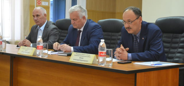 Как главы в Коми округе убеждают людей объединить поселения