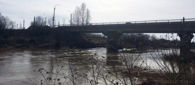 Уровень воды в реке Иньва в Кудымкаре добирается до отметки 4 метра