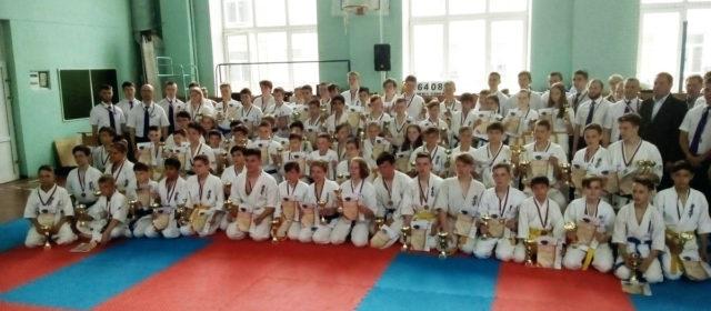 Кудымкарские школьники завоевали две медали в каратэ