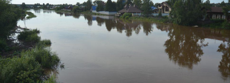 Ночью уровень воды в Иньве поднимался до отметки 550 см. Утром начался спад