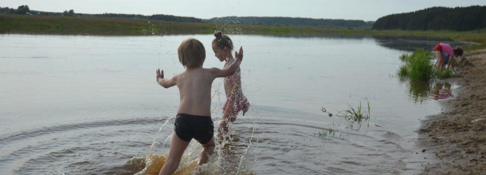 Лето наступило в Кудымкаре. В реках, не смотря на паводок, уже даже купаются